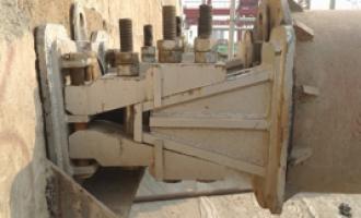 明挖法:基坑钢支撑螺栓锥楔式活络装置